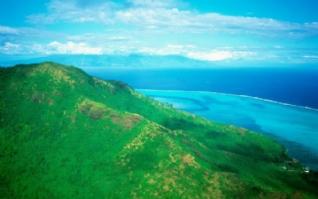 蔚蓝大海高山风景电脑图片
